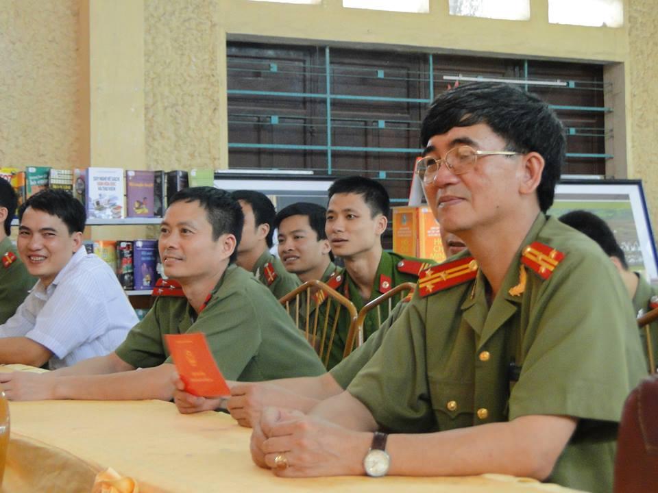 Lễ bế giảng lớp học tiếng Mông năm học 2013 - 2014