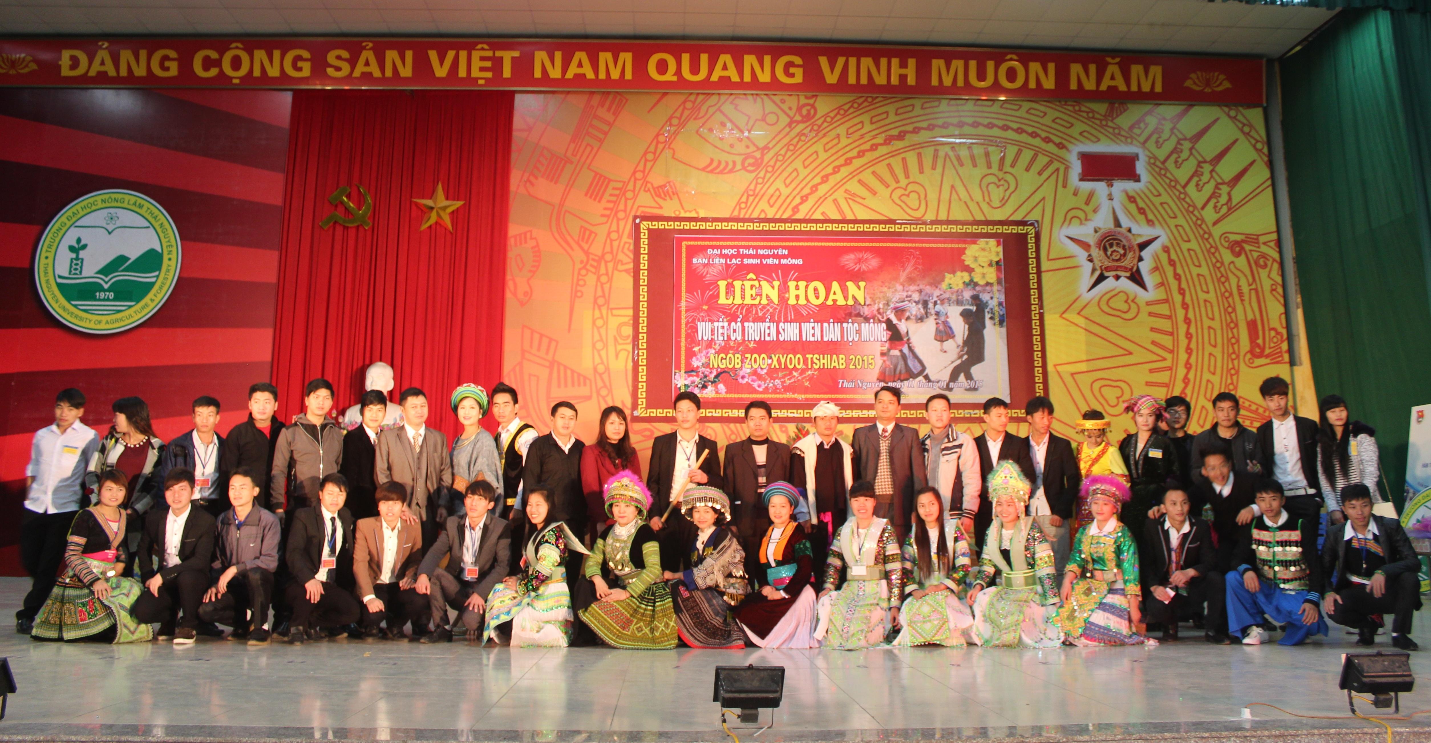 Liên hoan vui tết cổ truyền cùng sinh viên dân tộc H'Mông