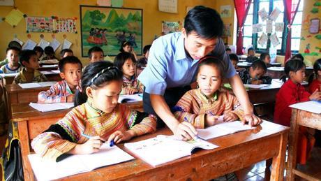 Có chính sách dạy tiếng dân tộc cho cán bộ công chức xã và giáo viên công tác ở vùng dân tộc thiểu số