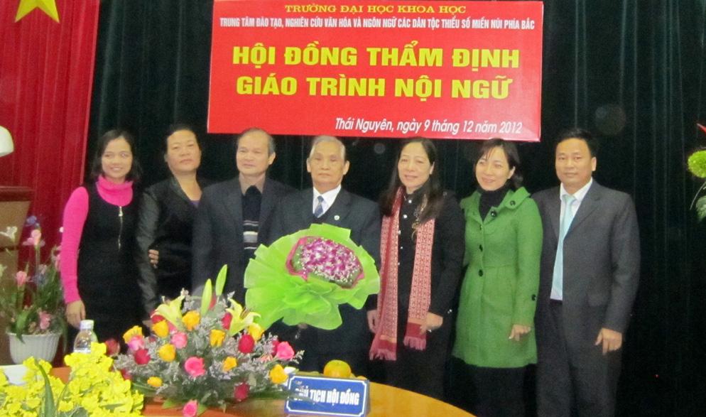 Gửi gắm tình yêu dân tộc Dao vào giáo trình dạy tiếng