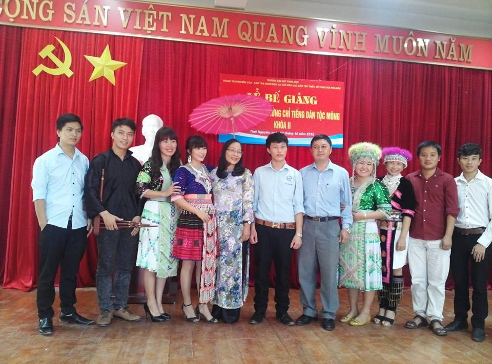 Bế giảng Lớp đào tạo cấp chứng chỉ tiếng dân tộc Mông Khóa II