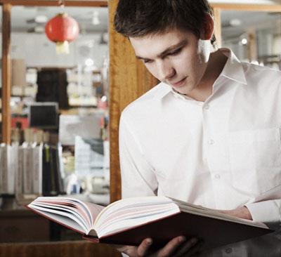 Đọc sách thường xuyên sẽ giúp bạn tăng khả năng tư duy, phân tích